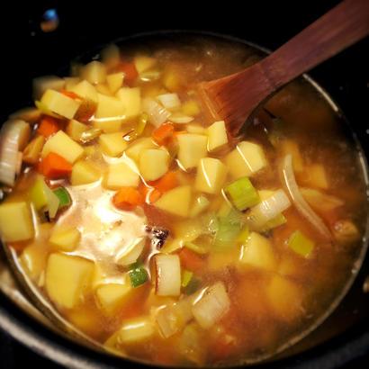 potatoes carrots leeks soup cooking